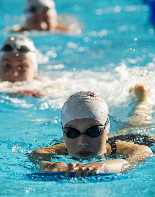 4_adult_swimming_aids_to_help_you_learn_to_swim